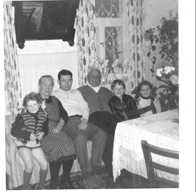 Opa-und-Oma-in-der-Stube